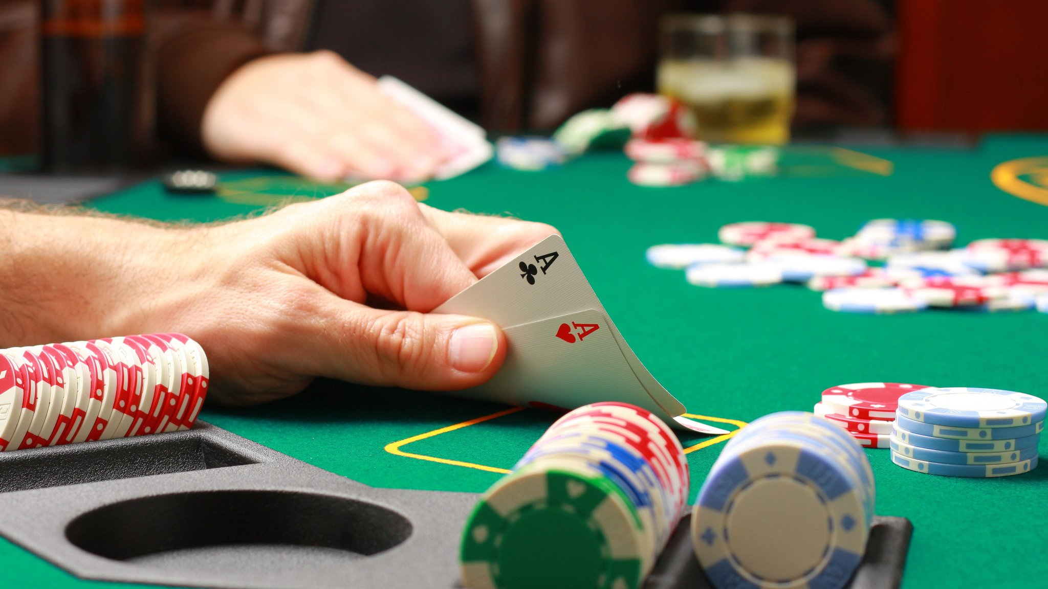 A uncomplicated sporting down of Internet Poker Reports